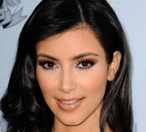 kim-kardashian-nude-lips-FStp121109-530x479