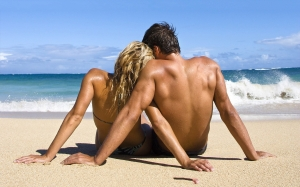 6971136-loving-couple-beach
