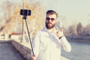 selfie-stick-hipster